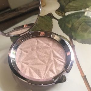 Becca pressed shimmering skin perfector